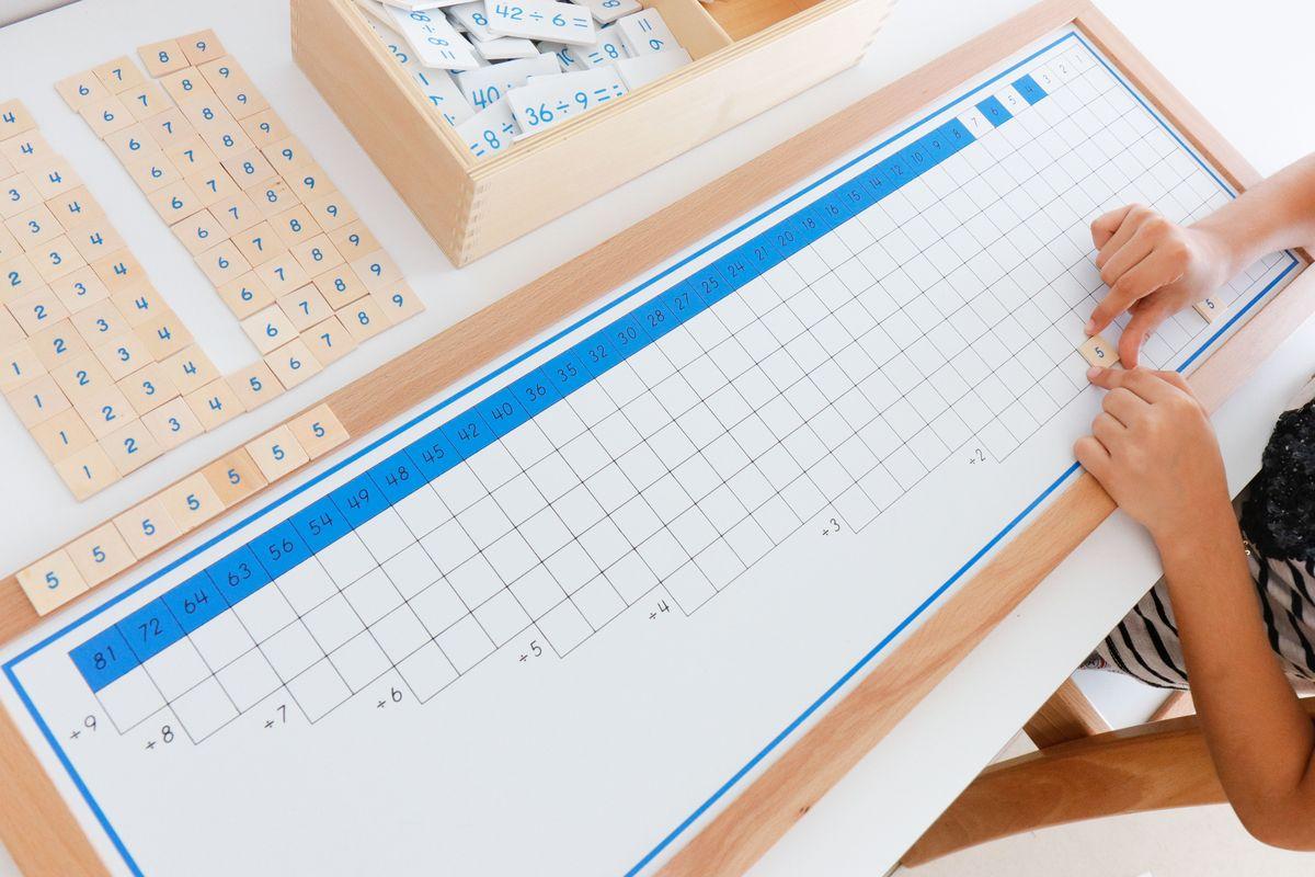 tabla-de-dedos-de-la-division-montessori-y-tabla-de-control-50