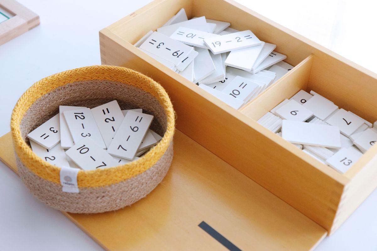 tabla-de-dedos-de-la-resta-montessori-y-tablas-de-control-34