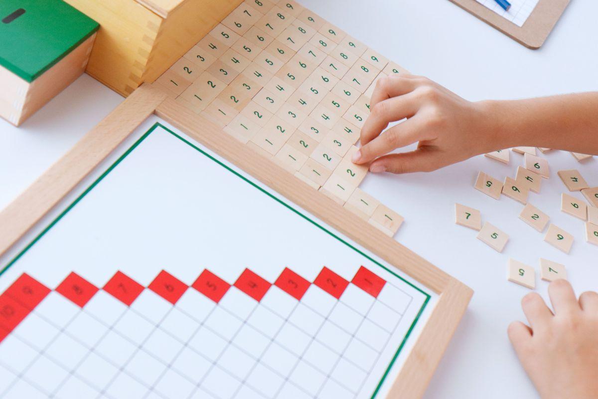 tabla-de-dedos-de-la-resta-montessori-y-tablas-de-control-50