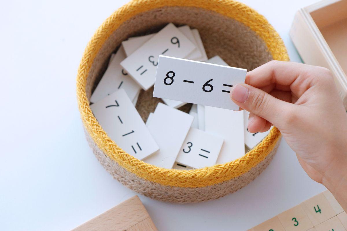 tabla-de-dedos-de-la-resta-montessori-y-tablas-de-control-58