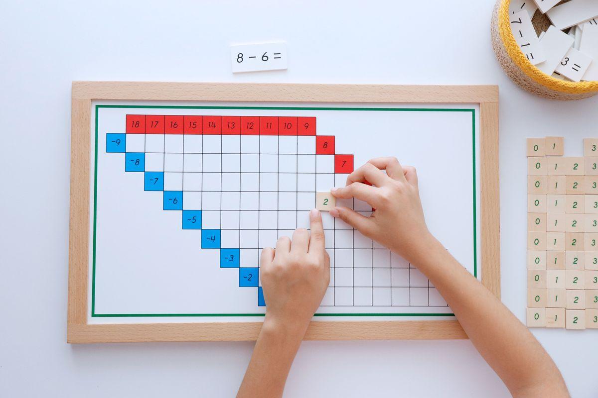 tabla-de-dedos-de-la-resta-montessori-y-tablas-de-control-64