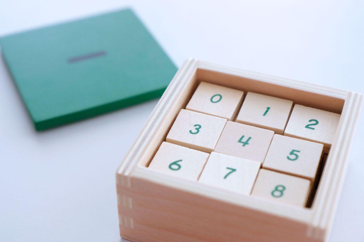 tabla-de-dedos-de-la-resta-montessori-y-tablas-de-control-76