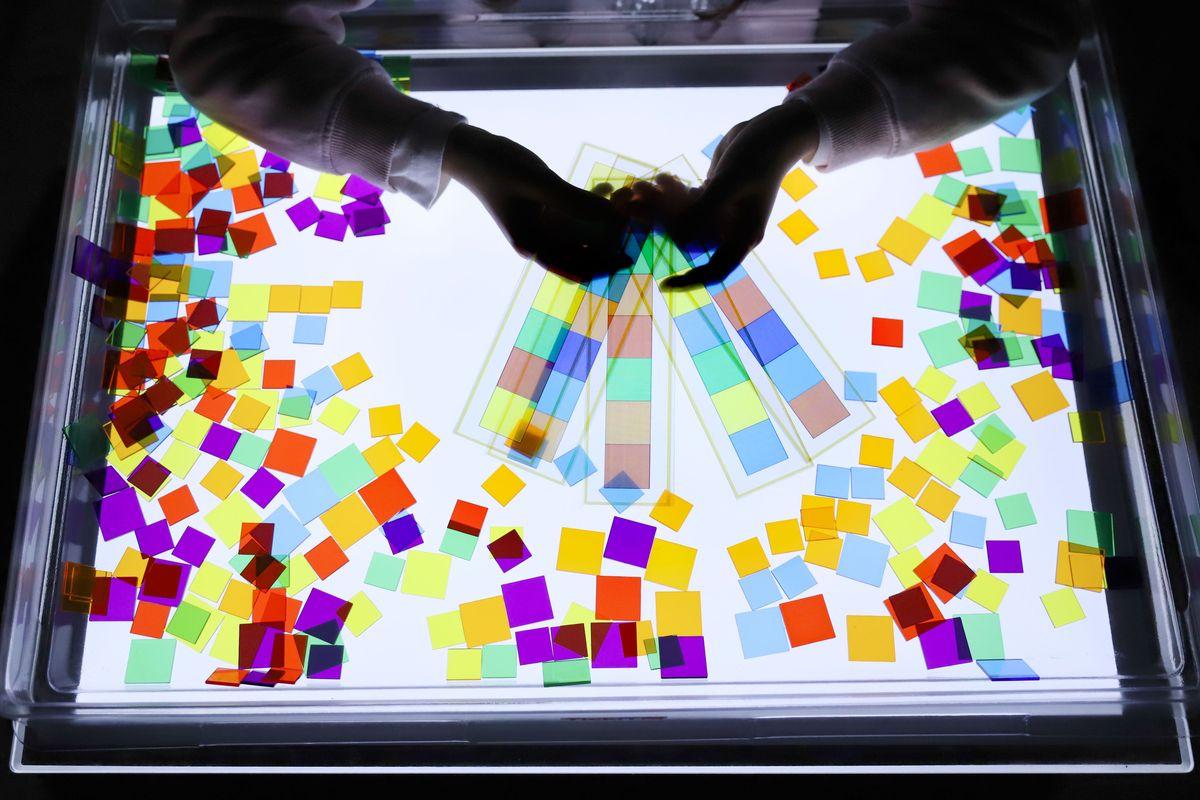 cuadrados-translucidos-tickit-mesa-de-luz-10