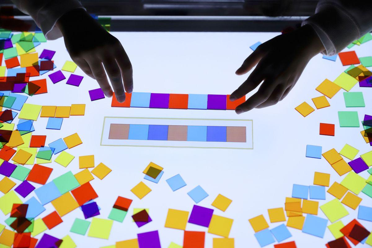 cuadrados-translucidos-tickit-mesa-de-luz-11