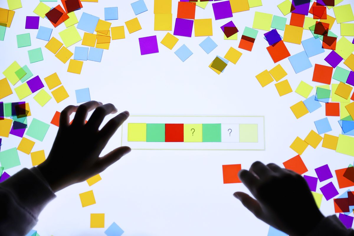 cuadrados-translucidos-tickit-mesa-de-luz-12