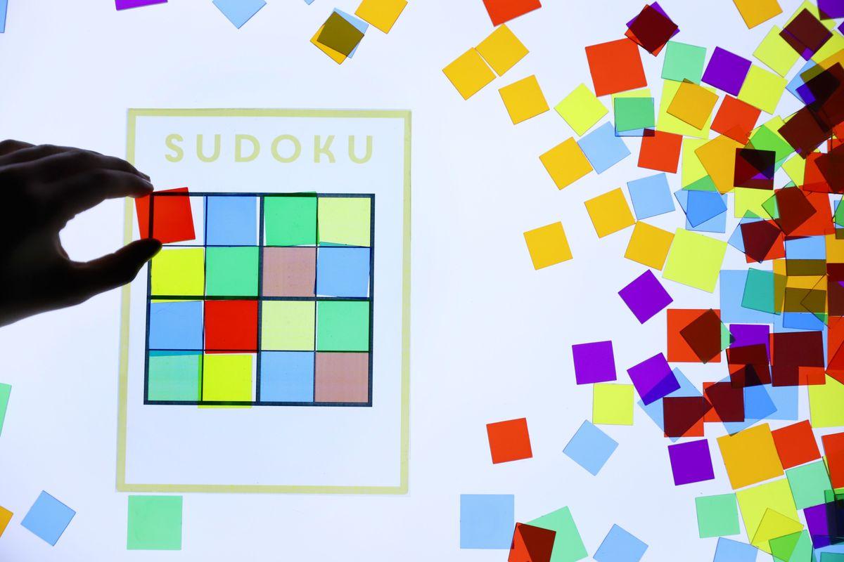 cuadrados-translucidos-tickit-mesa-de-luz-14