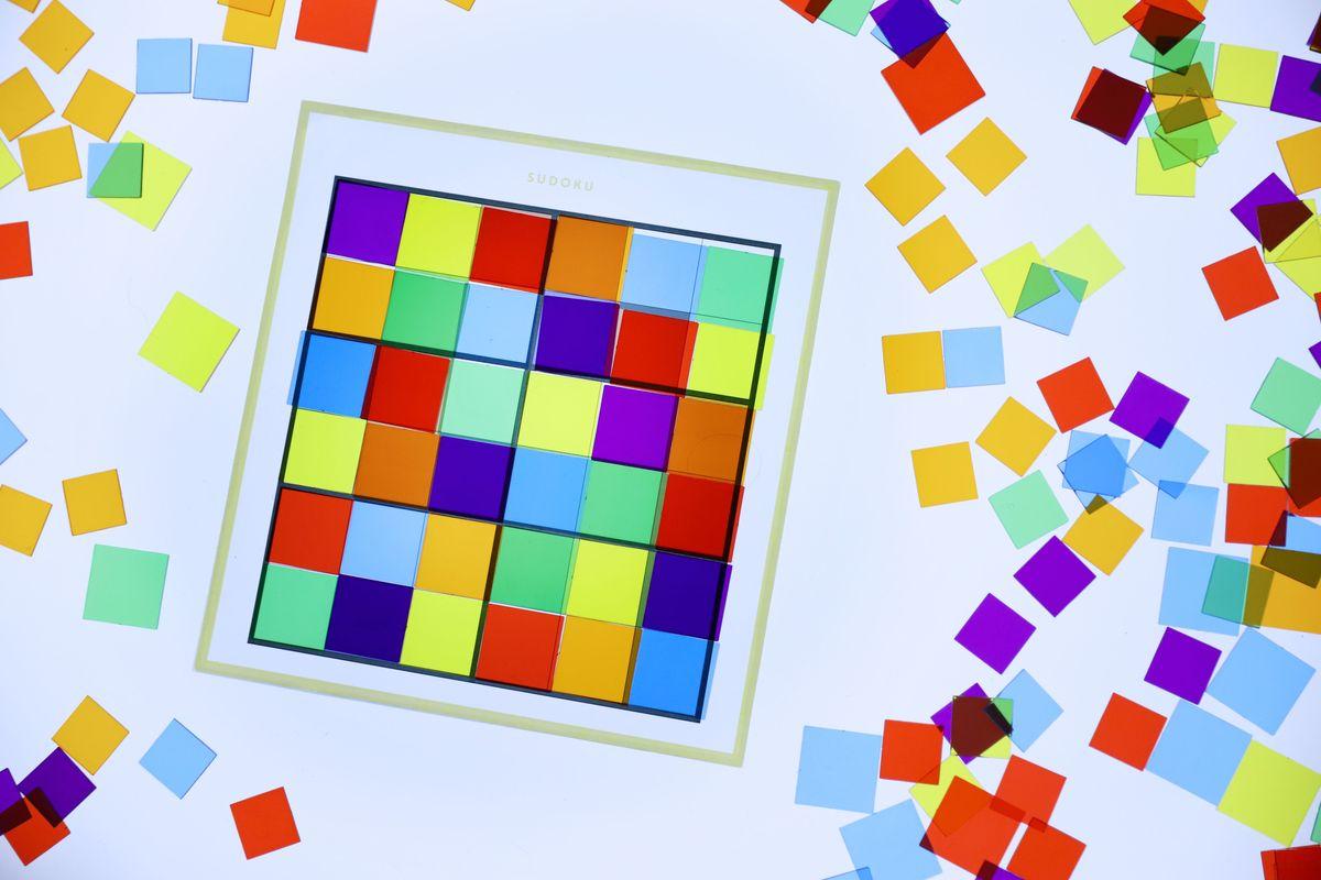 cuadrados-translucidos-tickit-mesa-de-luz-16