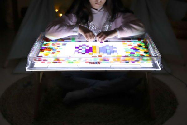cuadrados-translucidos-tickit-mesa-de-luz-19
