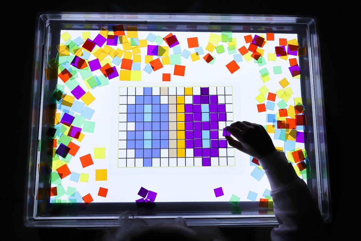 cuadrados-translucidos-tickit-mesa-de-luz-21