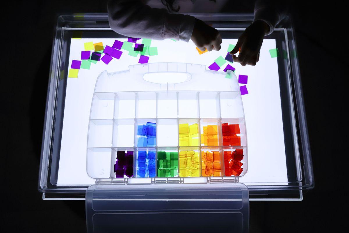 cuadrados-translucidos-tickit-mesa-de-luz-3