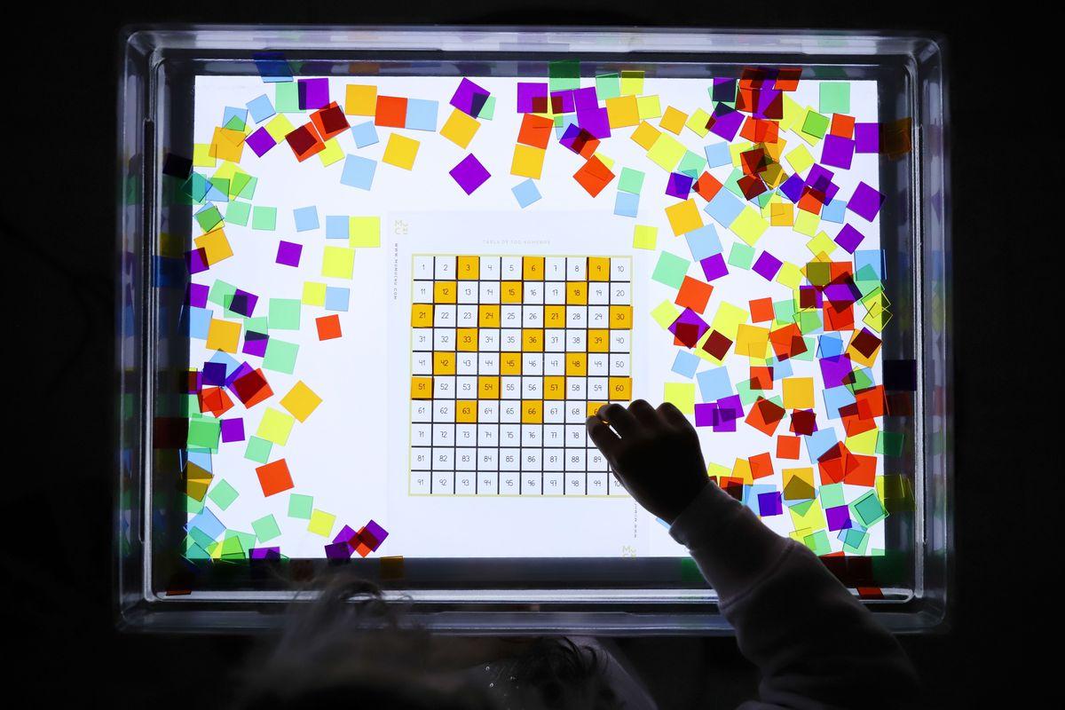 cuadrados-translucidos-tickit-mesa-de-luz-7