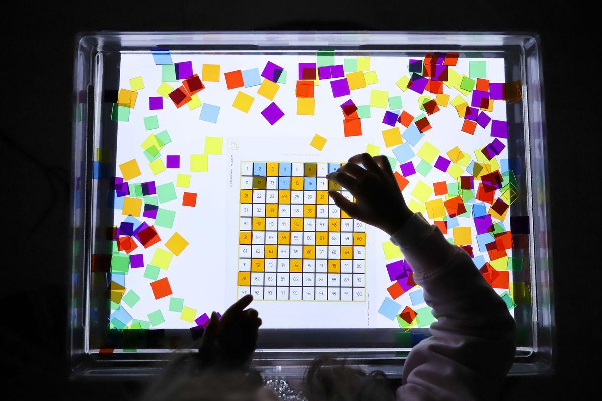 cuadrados-translucidos-tickit-mesa-de-luz-9