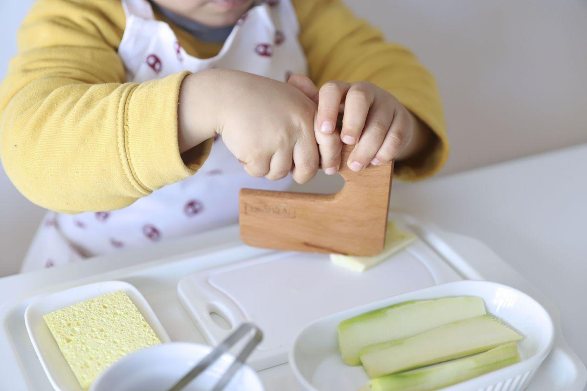 cuchillo-de-madera-montessori-26
